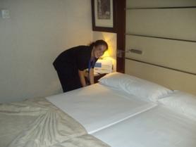 Diez alumnas se forman como camareras de piso en badajoz for Trabajo de camarera de pisos