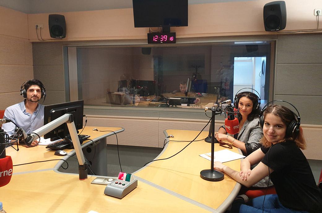 Ana Segovia, Josan Plantón y Samanta García, facilitadora del Programa de Promoción de la Participación de Valladolid. Entrevista Proceso Elecciones en RNE