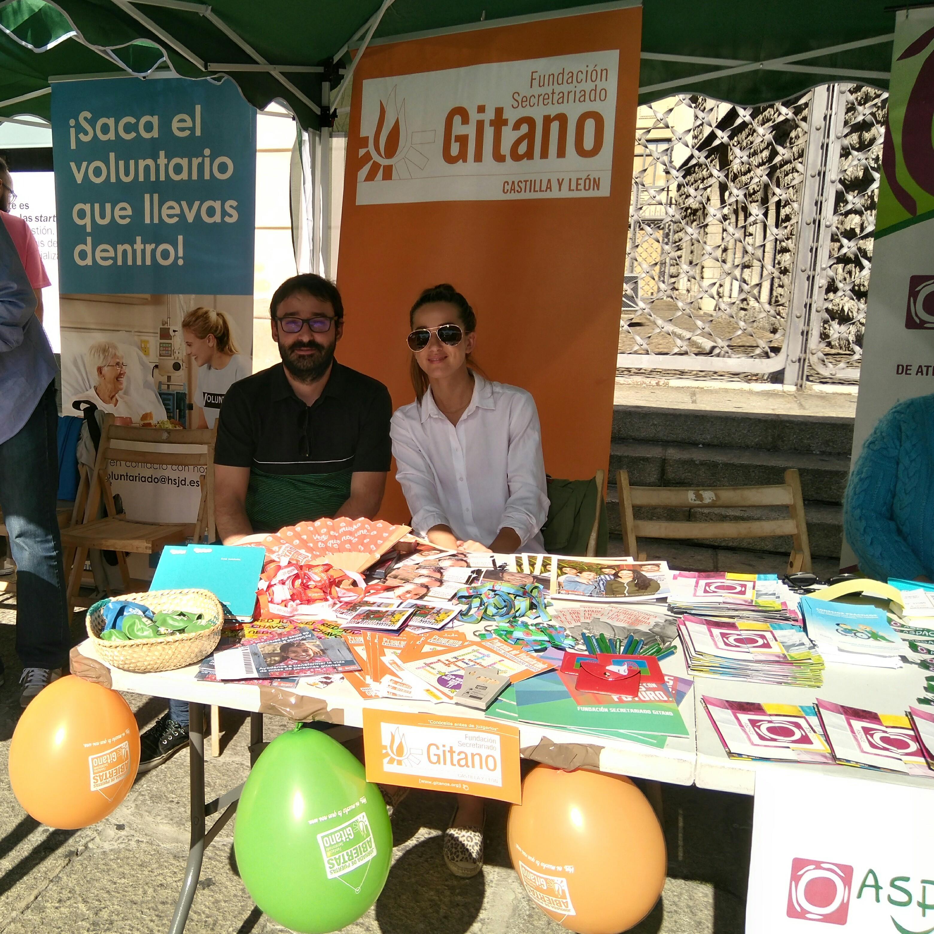 Voluntarios en jornada puertas abiertas FSG