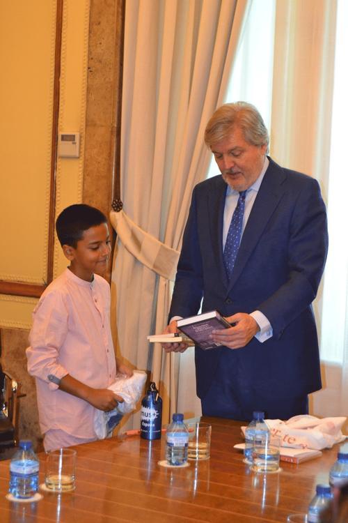 El Ministro de Educación se compromete a impulsar que la historia y ...